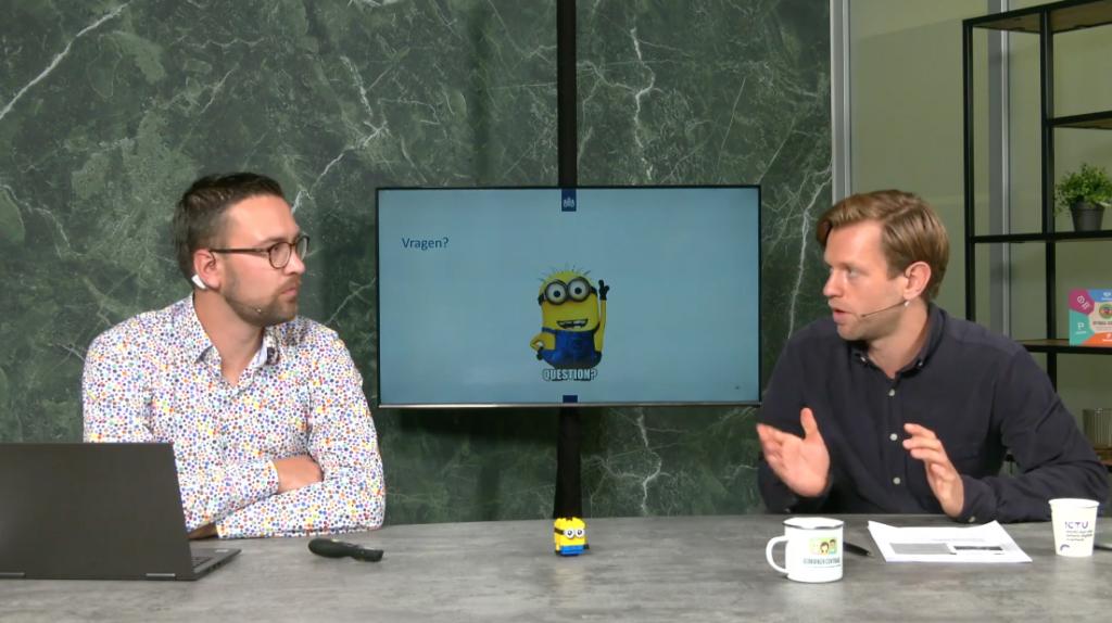 Thijs en Kenneth beantwoorden vragen, met in beeld een Lego Minion